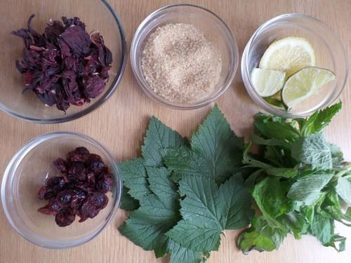 С чем сочетаются листья черной смородины