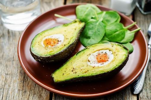 Блюдо с авокадо