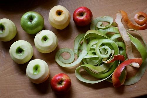 Разные сорта яблок без кожуры