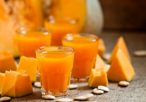 Тыквенный сок в стакане